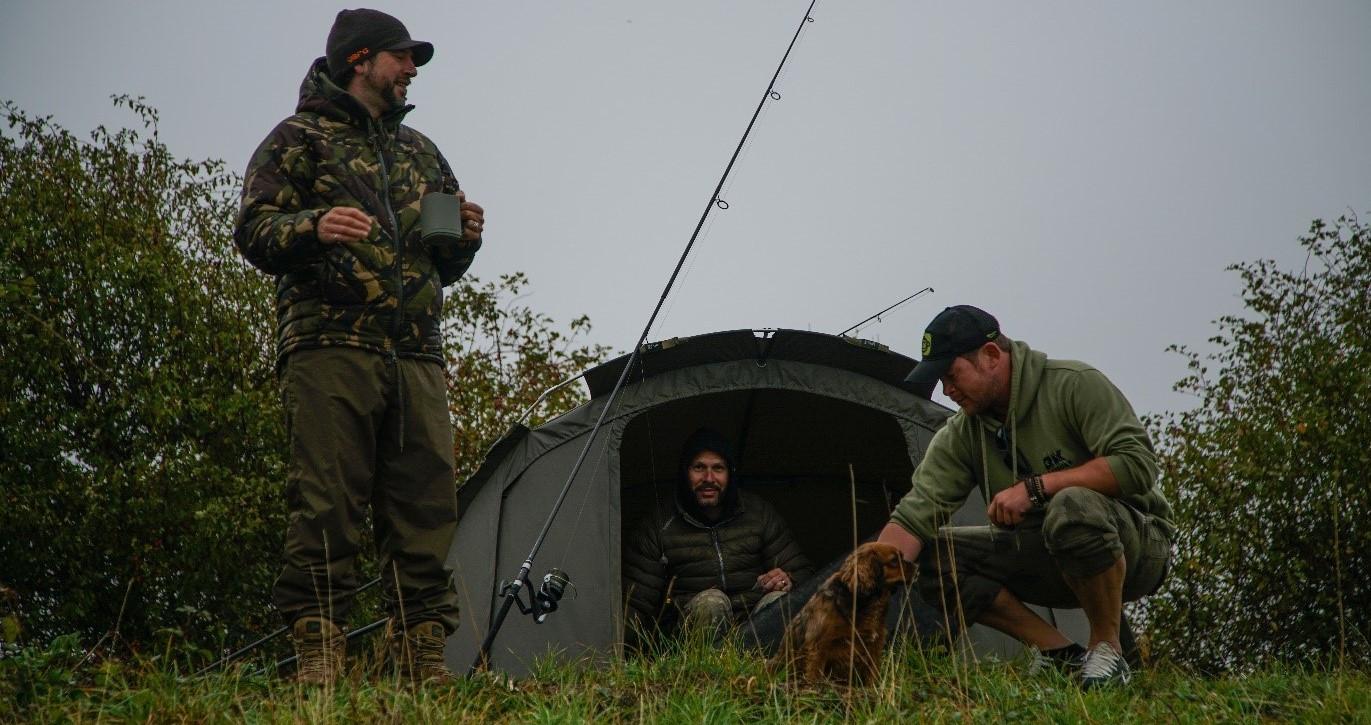 Conseils pour la pêche à la carpe : quel abri choisir, biwy ou parapluie I Pacific Pêche